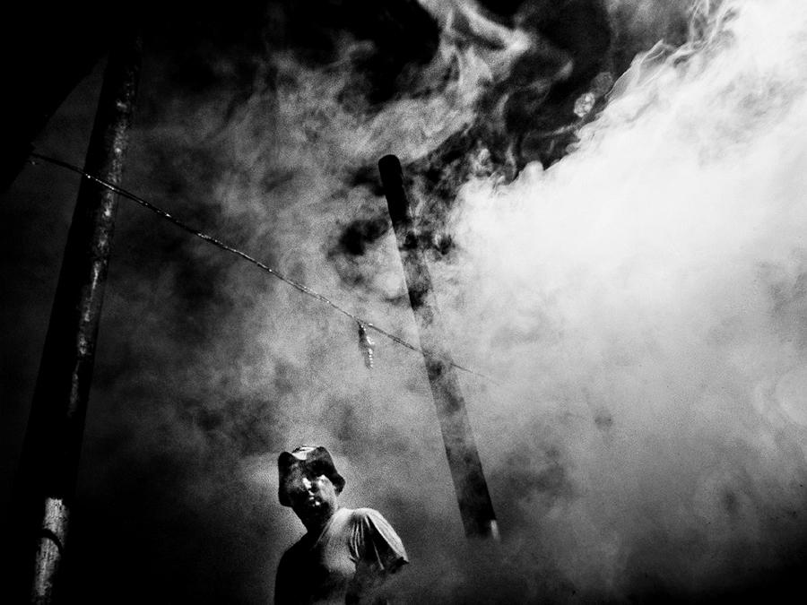 © Mirela Momanu - Heavy Smoker